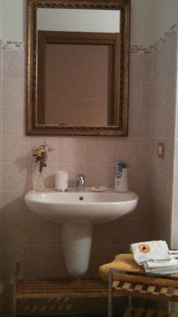 Mongardino, إيطاليا: Nice bathroom