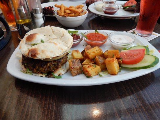 Charlies Tavern: My Indian Burger!!!