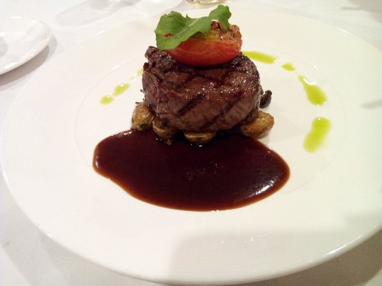 Bluebird Wine Cellar & Restaurant: NZ Beef Tenderloin 200g 495,000VND
