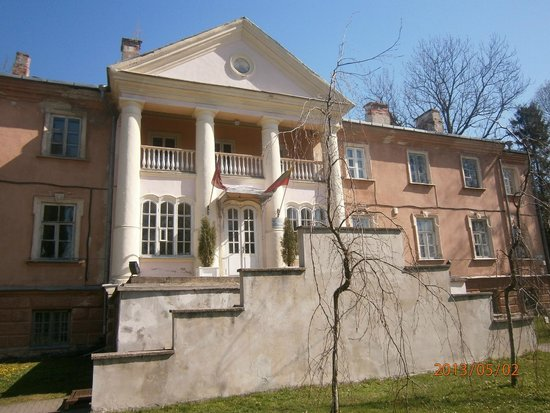 Kaunas Botanical Garden: здание перед входом в сад