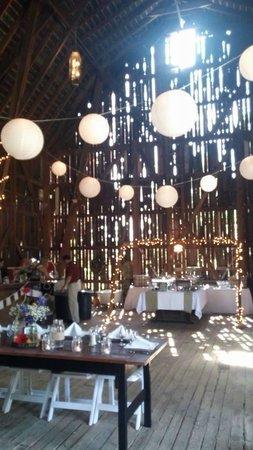 Mandana Inn: buffet & head table