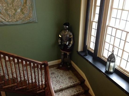 Hetland Hall Hotel: The Knight in the corner :)