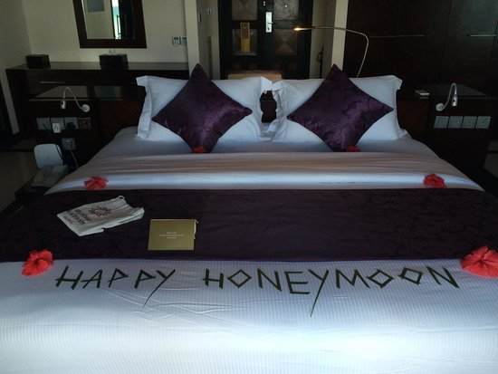 The Sun Siyam Iru Fushi Maldives: Honeymoon Bed decoration