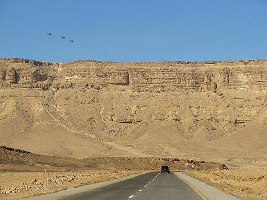 Ramon Crater : дорога по дну кратера