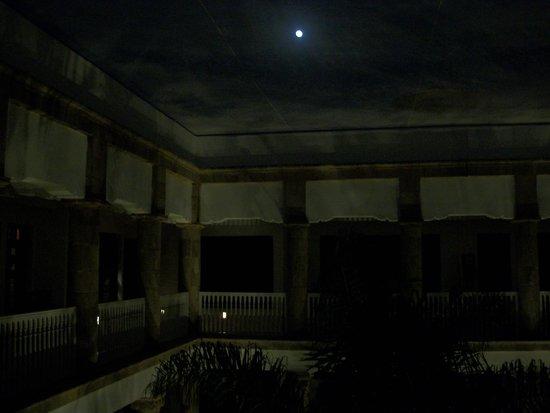 L'Heure Bleue Palais: Night scene