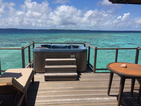The Sun Siyam Iru Fushi Maldives: Infinity villa- deck and Jacuzzi