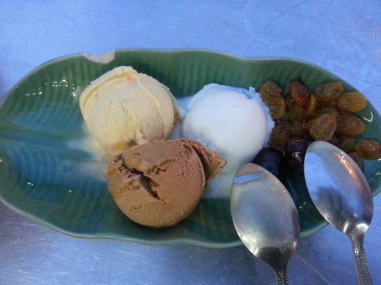 Chatchai Market: Very good home made ice cream of 3 flavors