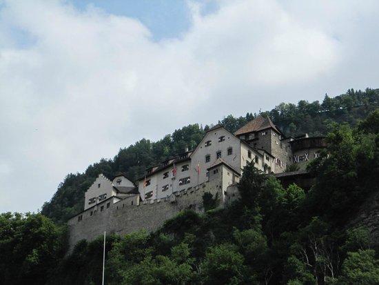 Vaduz Castle: O Castelo visto da Praça do Mercado.