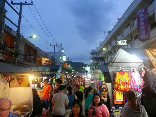 Chatchai Market: Pretty crowded