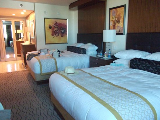 The Mirage Hotel & Casino: big comfy beds