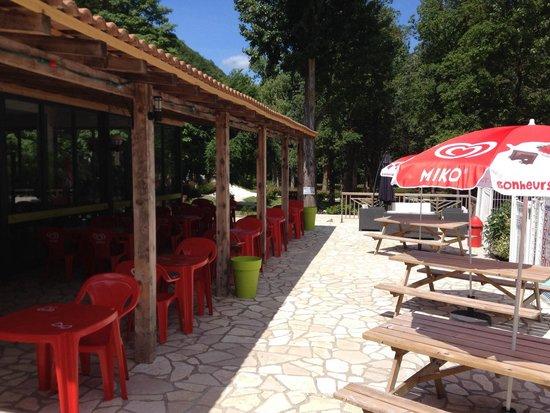 Camping Le Moulin du Pont d'Alies : La terrasse