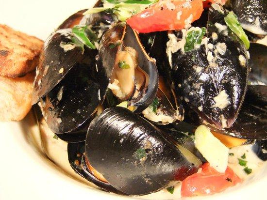 Omerta Trattoria & Wine Bar: Peppered mussel pot