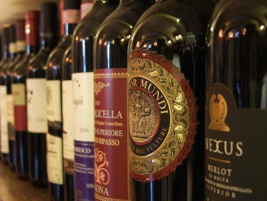 Omerta Trattoria & Wine Bar: wine oh wine