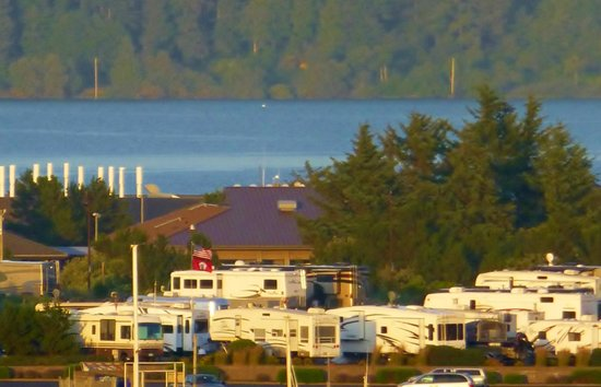 Port of Newport RV Park: Now our house is big enough to see!