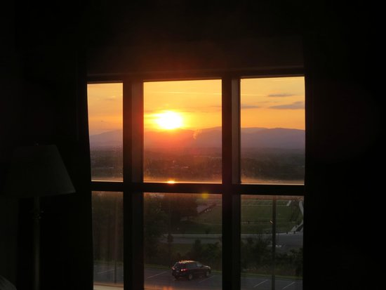 Fairfield Inn & Suites Lynchburg Liberty University: Sunset from the room