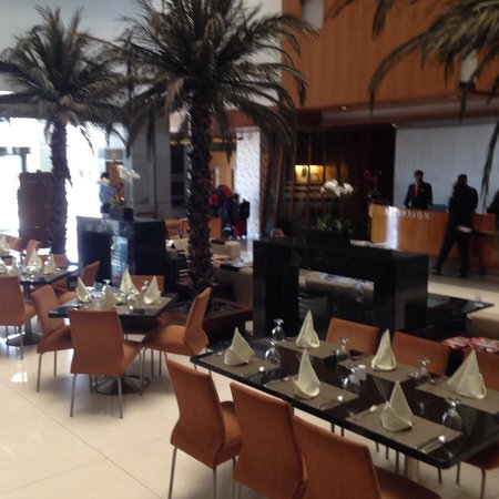 The Regenza by Tunga : Dinning extension near lobby