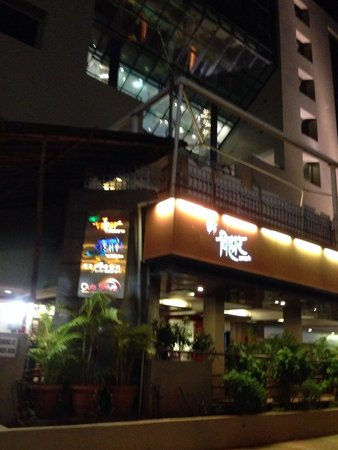 The Regenza by Tunga : Outside view of hotel at night