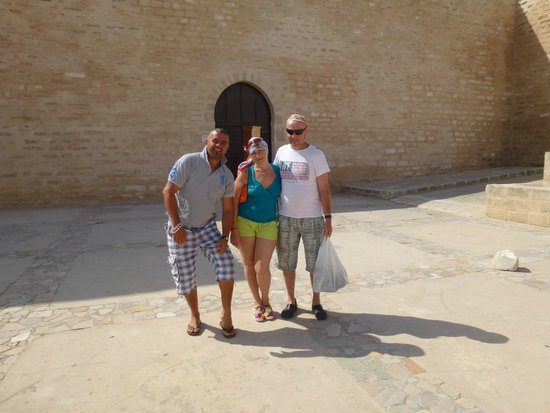Medina de Túnez: с лева Саша-мама базар . Медина.
