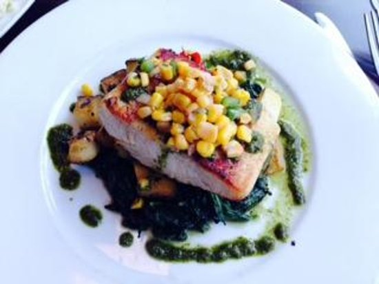 City Hall : grilled Salmon with mango salsa