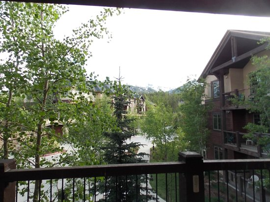 Grand Timber Lodge: Large porch/balcony with great views!