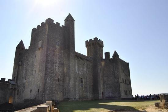 Château de Beynac : dans la cour