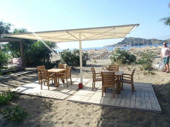 Alinn Sarigerme Boutique Hotel : бар на пляже