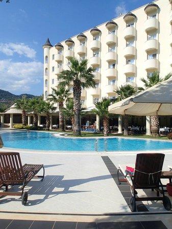 Castle Resort & Spa Hotel Sarigerme : малый бассейн
