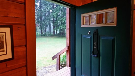 Huckleberry Lodge Cabins : Enter the world refreshed after a comfortable stay.