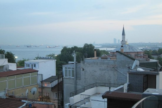 Hotel Amira Istanbul: View from hotel terrace