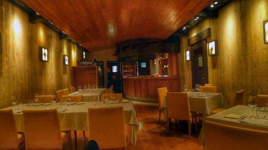 Restaurante Anttonenea: Imagen del interior del local, muy acogedor