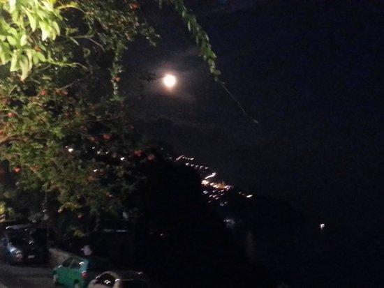 Al Barilotto Del Nonno : Ausblick bei Nacht von der Terrasse