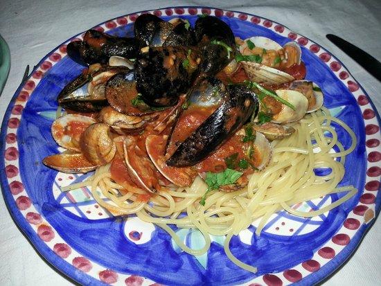 Al Barilotto Del Nonno: Spaghetti alla pescatora (frutti di mare)