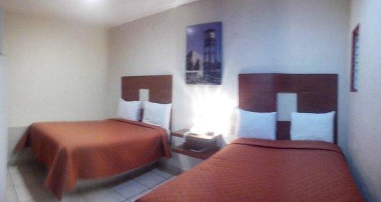Hotel Casa de Oracion San Jose: habitación cuádruple