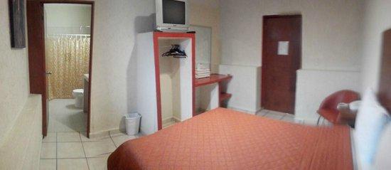 Hotel Casa de Oracion San Jose: habitación amplia