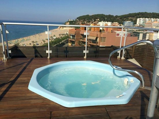 GHT Hotel Maritim: rooftop jacuzzi