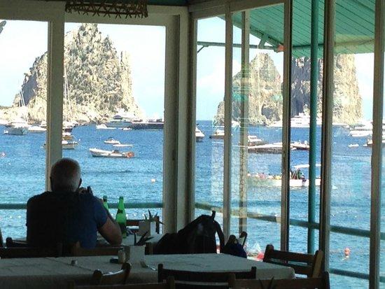 Bagni Internazionali Capri: la vista con i faraglioni