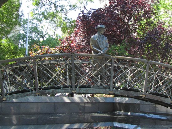 Monument to Imre Nagy/Remembrance Day (Oct. 23) : sul ponte