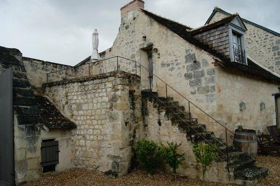Domaine de Givré : restored medieval barn