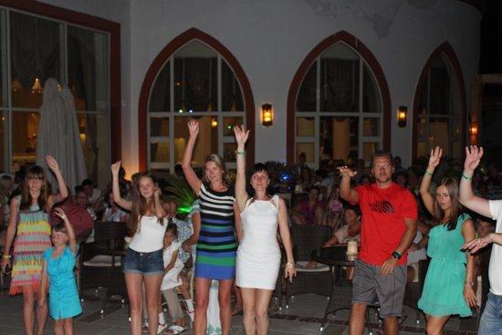 SunConnect Sunrise Diamond Resort: вечерние танцы с анимацией