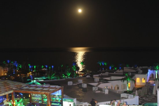 SunConnect Sunrise Diamond Resort: вид с крыши.луна