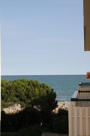 Hotel Lilia: Blick zum Strand