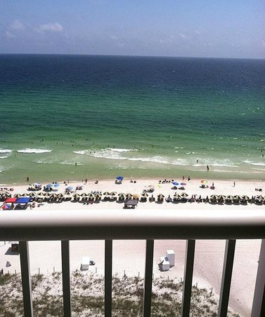Grand Panama Beach Resort: View from room - beautiful greenish blue waters!