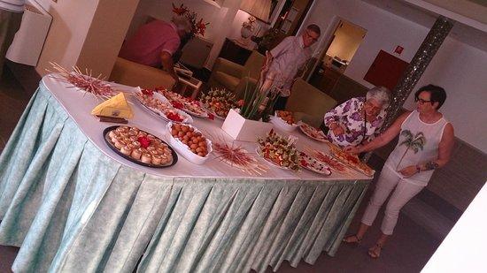 Hotel Lilia: Apperitif für die Gäste