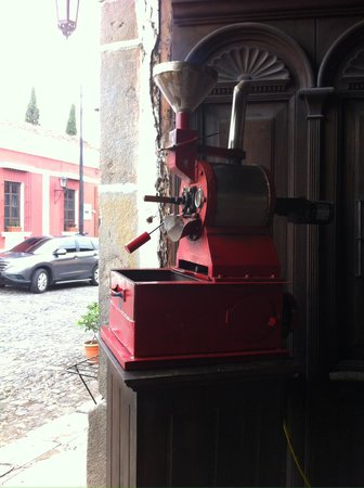 Cafe Estudio : Small batch roasting onsite