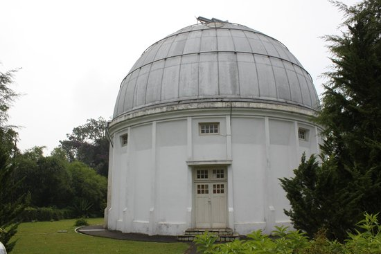 Bosscha Observatory: Kupel buiding before the repainting