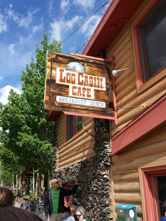 Log Cabin Cafe: Front of Cafe