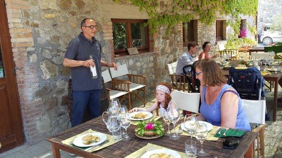 Tenuta Vitalonga: Serving the wine