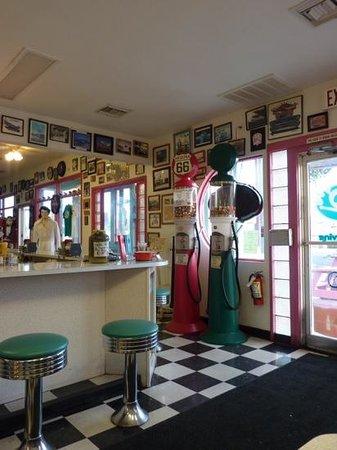 Mr. D'z Route 66 Diner: Note the aqua bar stools.