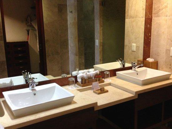 Hacienda Tres Ríos: Master Bath