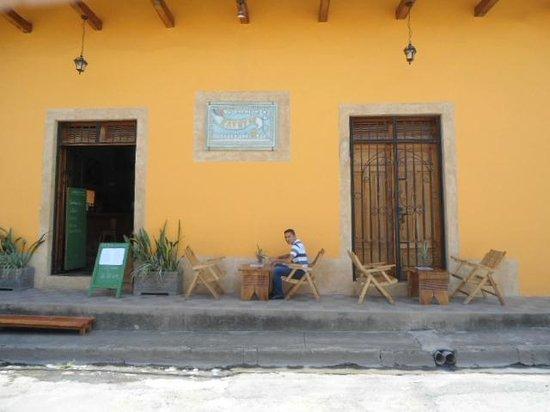 El Kapuyo: Parte enfrente